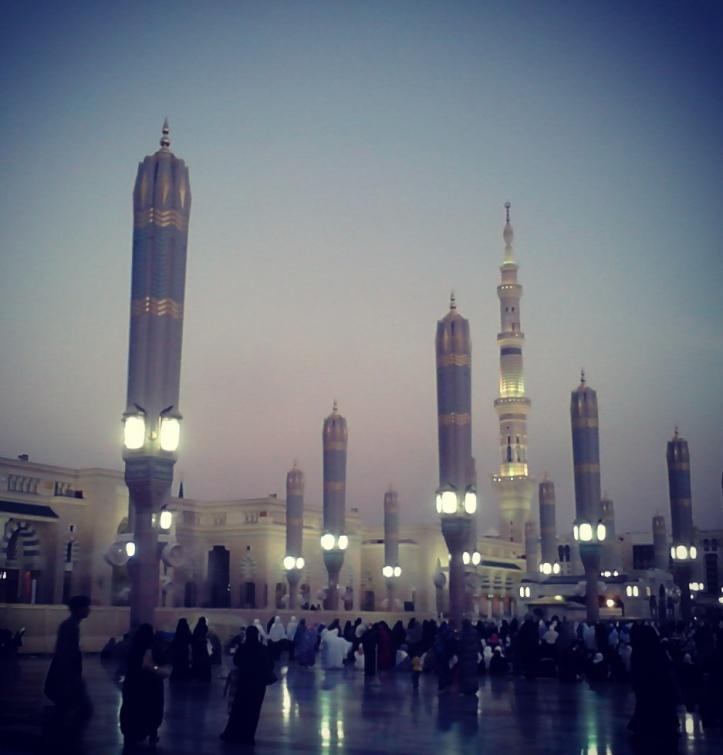 Masjid-e-Nabawi at night